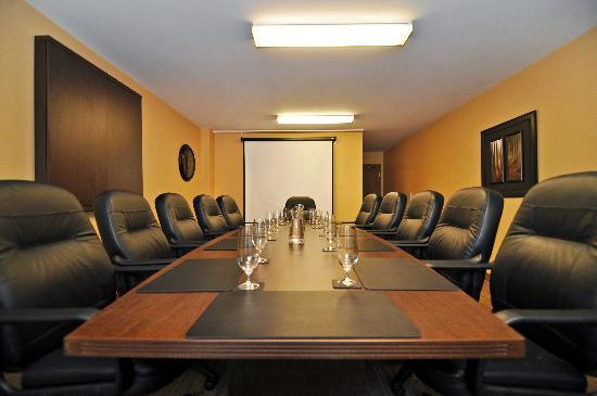 BEST WESTERN PLUS Woodstock Hotel & Conference Centre: Prescott Room - Executive Board Room - seats 12 rooms