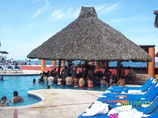 Holiday Inn Resort Ixtapa: POOL BAR
