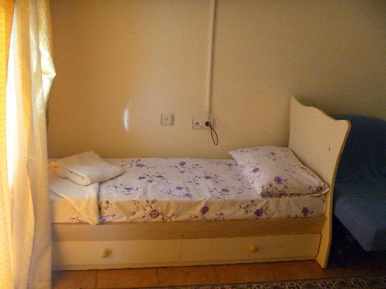 le lit une place ou plut t une demi place photo de. Black Bedroom Furniture Sets. Home Design Ideas