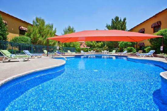 Holiday Inn Express Chihuahua: Relax in our outdoor swimming pool and jacuzzi