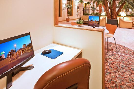 Holiday Inn Express Chihuahua: 24 hour Business center with complimentary internet access