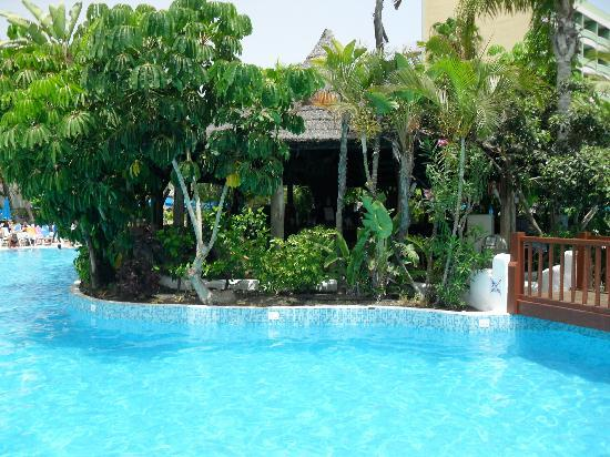 SENTIDO Gran Canaria Princess: bar au milieu de la piscine