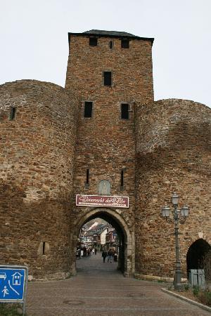 Hotel Ännchen: Torenpoort voor Altstadt Ahrweiler.