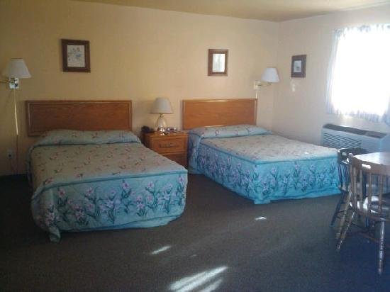 Silver Maple Motel: Inside of Room # 15