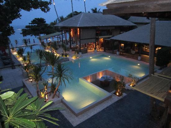 อนันตรา รสานันดา เกาะพะงัน วิลล่า รีสอร์ท แอนด์ สปา: Vue de la piscine de l'hôtel de nuit