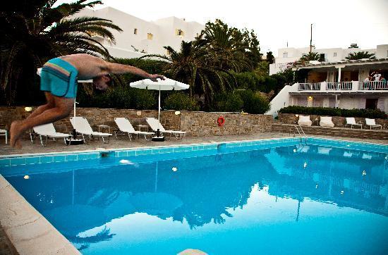Akrotiri Hotel: Having fun..