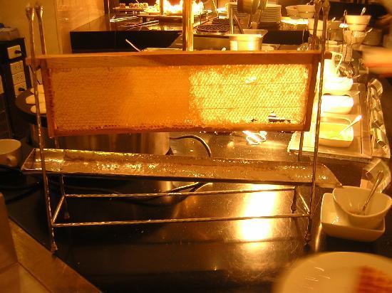 Le Meridien Chiang Mai: Panal de aveja para la miel del desayuno
