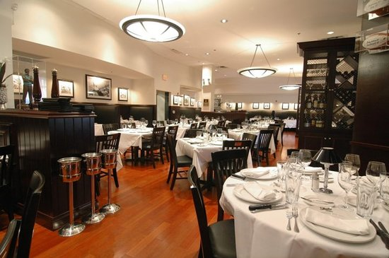 Shula's Steak House - Center Valley: Main Dining Room