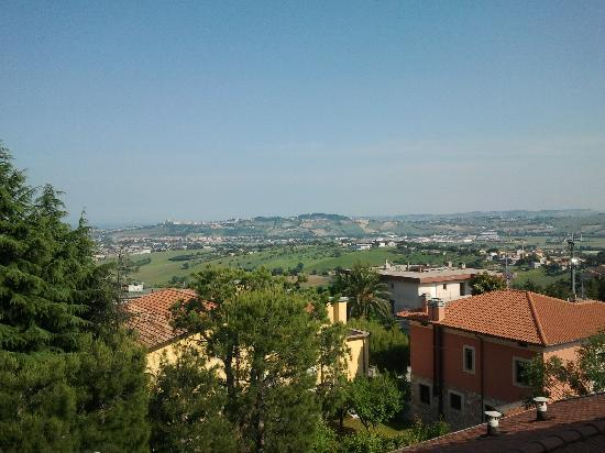 Castelfidardo, Italia: Vue de notre chambre , sur la campagne environnante.