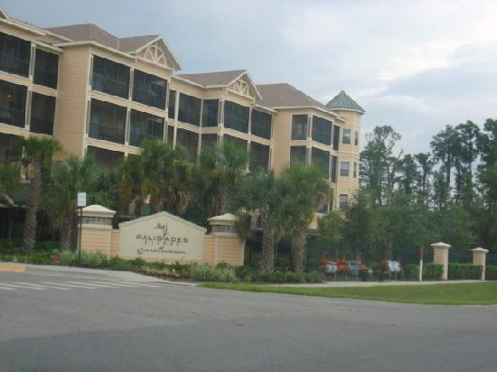 Palisades Resort: The outside of the resort.