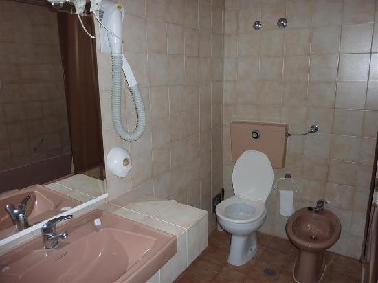 Hotel Turoasis: Bathroom
