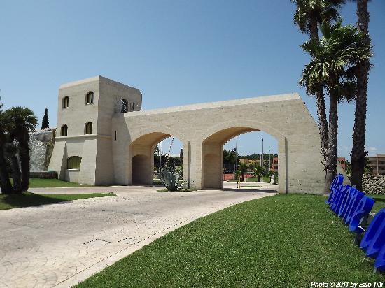 Торре-дель-Орсо, Италия: L'ingresso del Villaggio sulla Strada Provinciale SP366