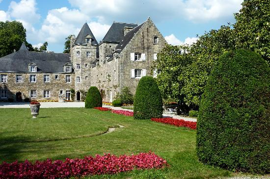 Manoir du Stang : front view of manoir and gardens