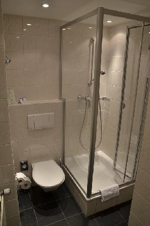 Hotel Bathroom Home Design Regarding Hotel Toilet Design