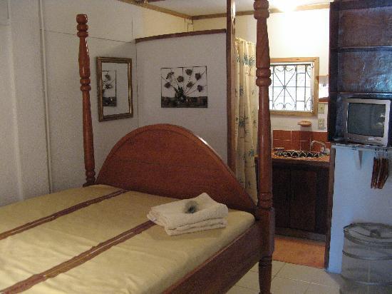 Ally's Guest House Belize: Studio One Bedroom