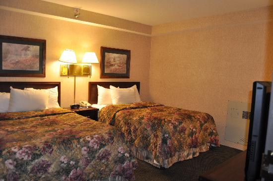 Drury Inn & Suites Cape Girardeau: Bedroom