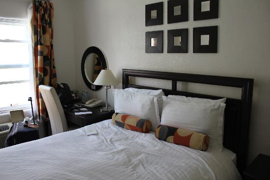 El Primero Boutique Bed & Breakfast Hotel: Queen sized room