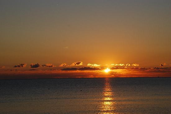 Kewarra Beach Resort & Spa : Sunrise on the Beach