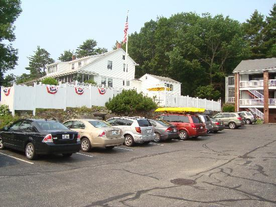 Sea View Motel: Le motel contient plusieurs chambres et bâtiments différents, avec une piscine extérieure.