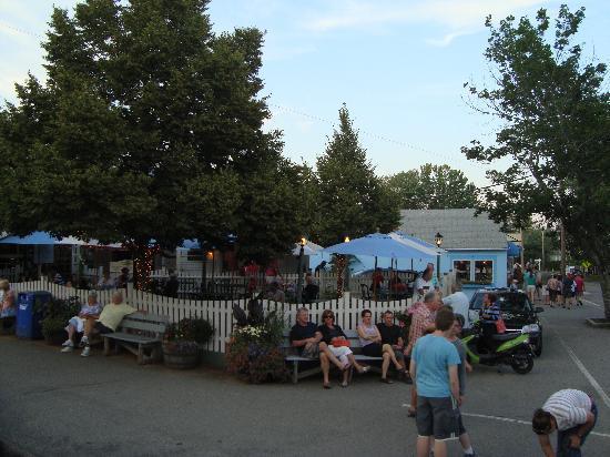 Sea View Motel: Le village d'Ogunquit est très agité en soirée à cause de ses petits restaurants et de ses boîte