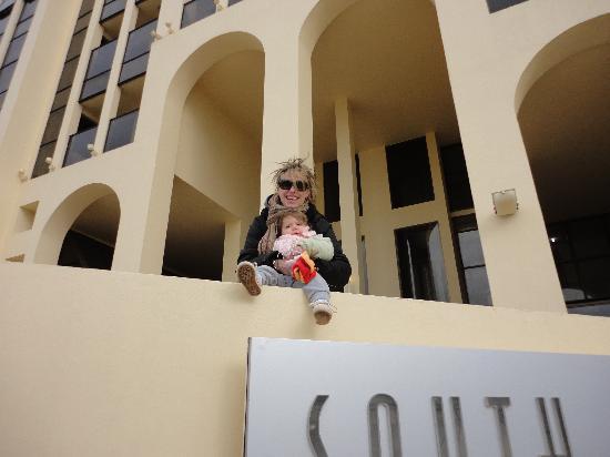San Bernardo, Argentina: En la puerta del hotel