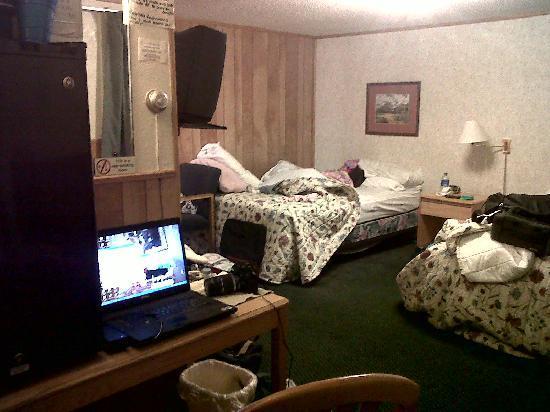 Lazy R Motel: Beds