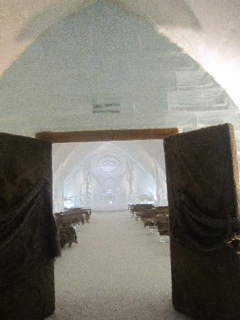 Hotel de Glace: beautiful chapel