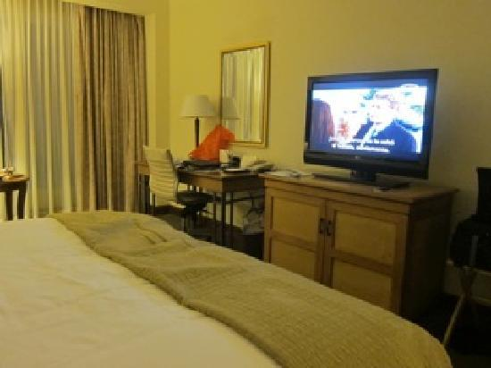 InterContinental Real Managua at Metrocentro Mall: room / desk + TV