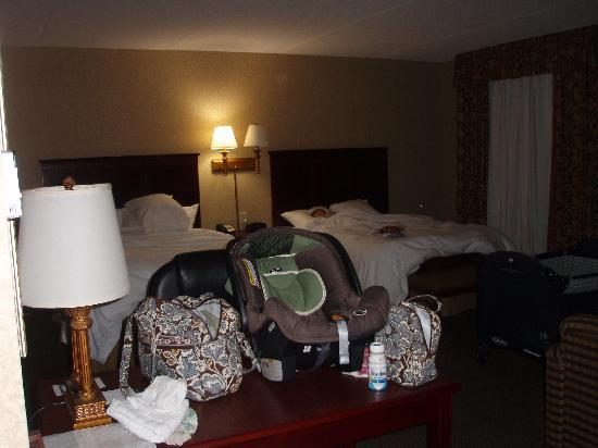 Hampton Inn & Suites Toledo-Perrysburg: can you see how big this room is?