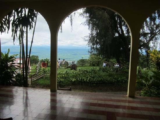Mombacho Volcano: Blick aus altem Plantagenhaus auf ca 800 m Hoehe