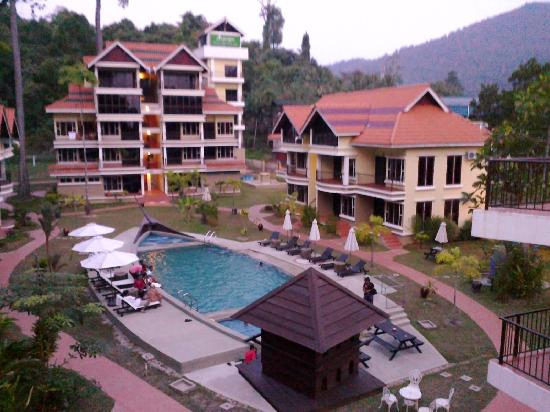 Anjungan Beach Resort : The hotel from the top balcony
