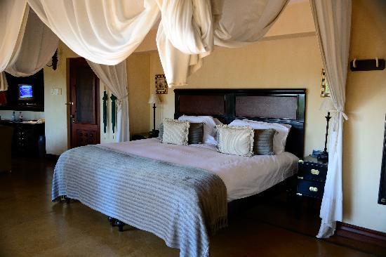 Lion Sands - Tinga Lodge: bed