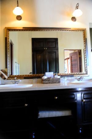 Lion Sands - Tinga Lodge: bathroom