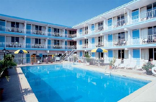 Quebec Motel By-The-Sea: Heated Swimming Pool