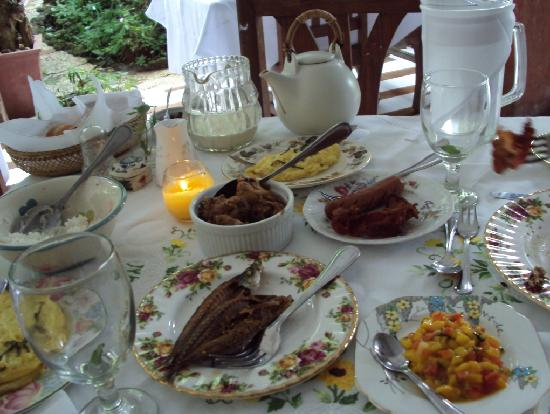 Sonya's Garden B&B: the breakfast spread...