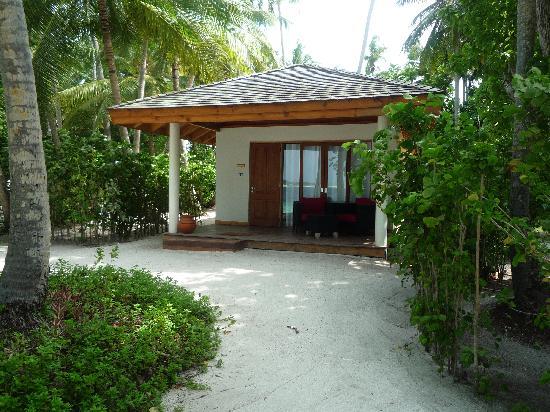Vilamendhoo Island Resort & Spa : Beach Villa