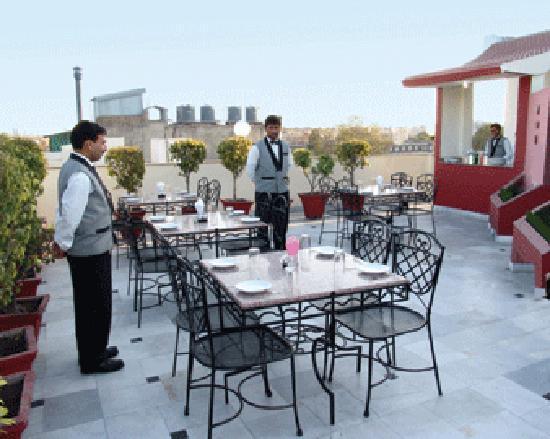 Suncourt Hotel Yatri: rooftop rest