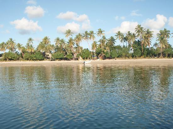 Likuri Island, Fiyi: Main beach from free kayak!