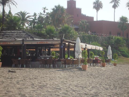 Las Arenas Hotel: Beach cafe opp hotel