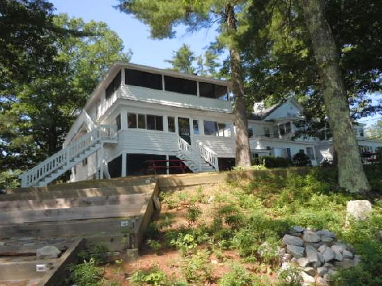 Sebago Lake Lodge & Cottages: Our cottage with a party porch!