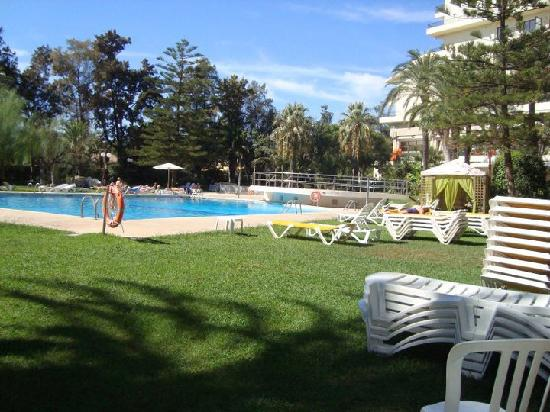 Piscina picture of hotel intur orange benicasim for Piscina castellon