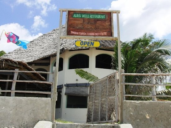 Alibi's Well: The entrance from the beach