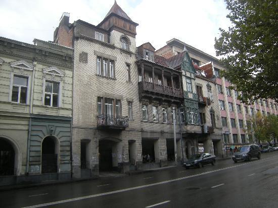 Hotel Gutsa : Отель с улицы