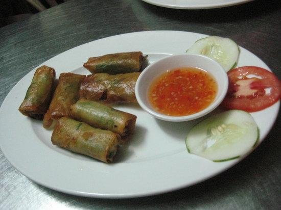 Red Sail: veggie spring rolls