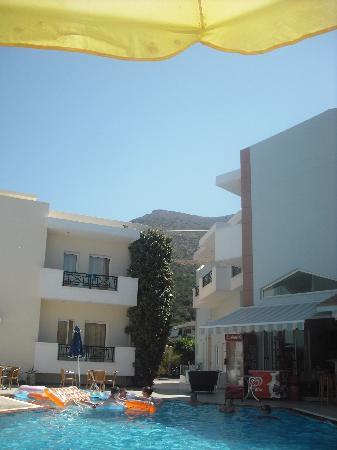 Athena Apartments : pool area
