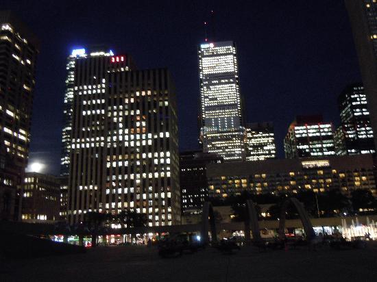 Econo Lodge Inn & Suites Downtown: de noche, en verano, muy especial