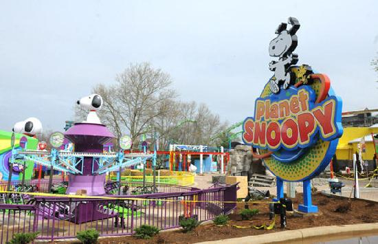 Dorney Park & Wildwater Kingdom: Planet Snoopy