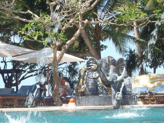 ปุรีซานเตรียนบีชรีสอร์ทแอนด์สปา: une des deux piscines