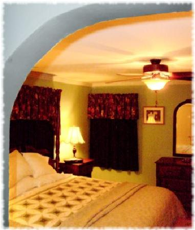 McDowell-Nearing House Bed and Breakfast: Morningside with King bed