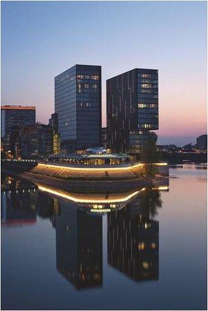 Hyatt Regency Dusseldorf: Exterior View